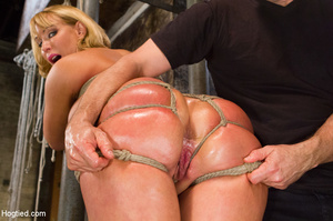 Blonde with big hot tits and butt tied w - XXX Dessert - Picture 7