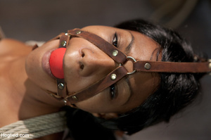 Ebony babe sweaty as she is roped and bo - XXX Dessert - Picture 4