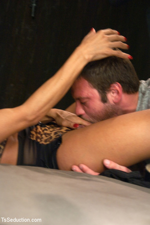 Lusty shemale sucks cock and guy blows h - XXX Dessert - Picture 6