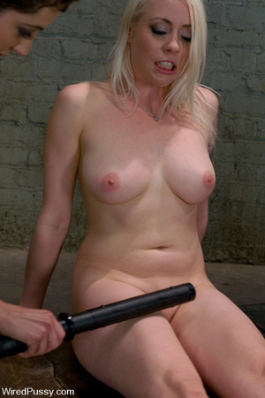 Lusty blonde gets wired and zapped on ni - XXX Dessert - Picture 7