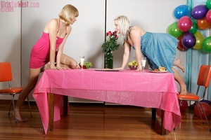 Two charming blondes ignore food to feed - XXX Dessert - Picture 1