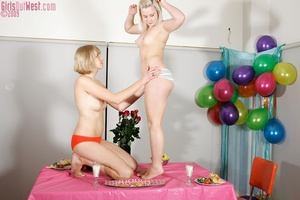 Two charming blondes ignore food to feed - XXX Dessert - Picture 6