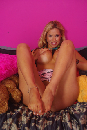 Sweet chick on bed displays bouncy tits, - XXX Dessert - Picture 5