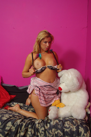 Sweet chick on bed displays bouncy tits, - XXX Dessert - Picture 12