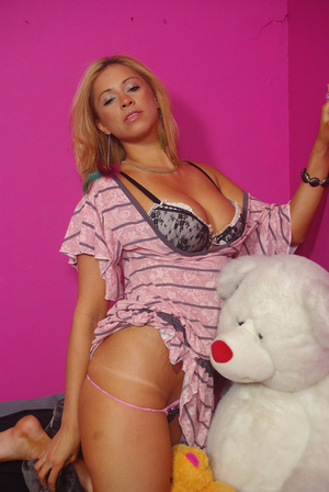 Sweet chick on bed displays bouncy tits, - XXX Dessert - Picture 13