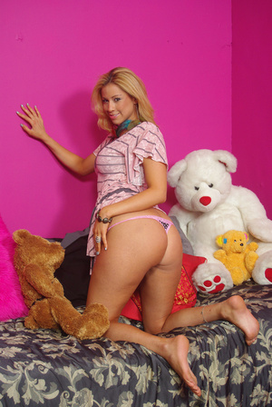 Sweet chick on bed displays bouncy tits, - XXX Dessert - Picture 14