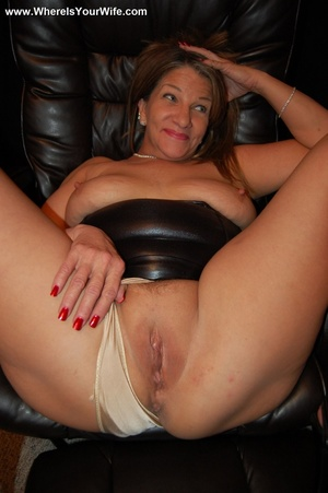 Curvy mature hoe in a skinny pants and t - XXX Dessert - Picture 7