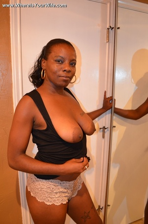 Ponytailed black mommy exposing her boot - XXX Dessert - Picture 7