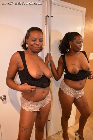 Ponytailed black mommy exposing her boot - XXX Dessert - Picture 8