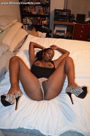 Ponytailed black mommy exposing her boot - XXX Dessert - Picture 11