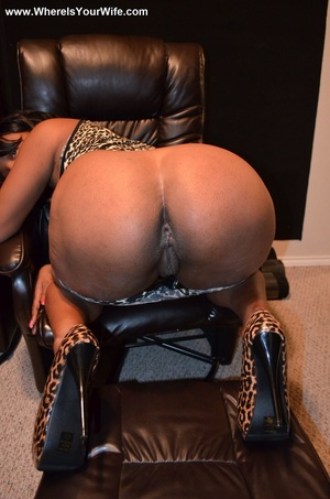 Bootylicious black housewife in a leopar - XXX Dessert - Picture 12