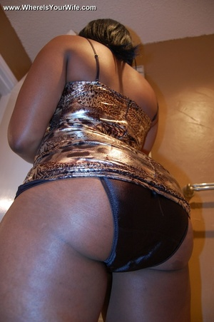 Boobilicious ebony goddess in a golden d - Picture 1