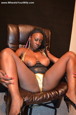 Night-black housewife demonstrating her  - XXX Dessert - Picture 11