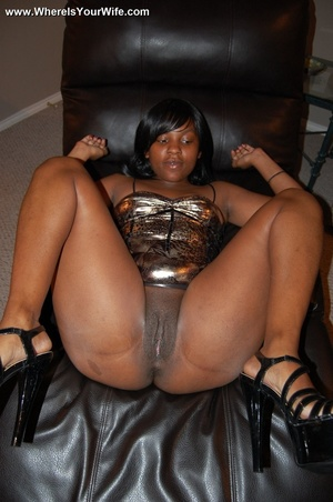 Boobilicious ebony goddess in a golden d - Picture 4