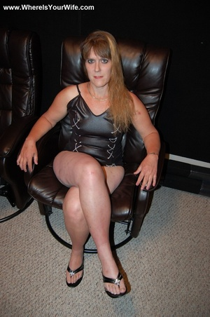 Curvy ginger MILF in a skinny short dres - XXX Dessert - Picture 6