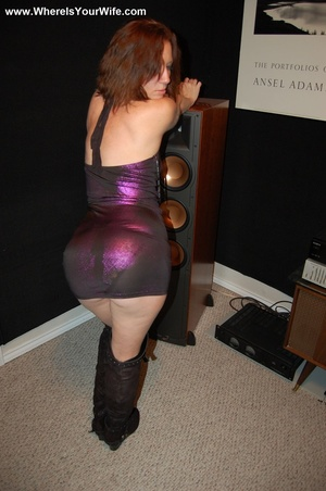 Ginger MILF in a dress and high boots sh - XXX Dessert - Picture 4