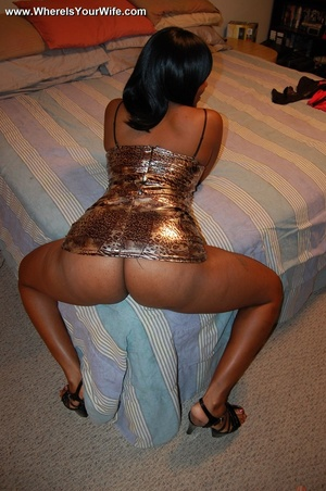 Boobilicious ebony goddess in a golden d - Picture 10