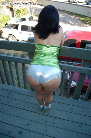Stacked brunette mommy in a green dress  - XXX Dessert - Picture 8