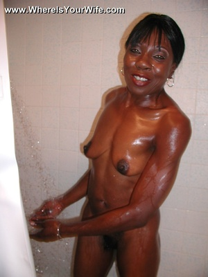 This ebony chick took shower and got rea - XXX Dessert - Picture 5