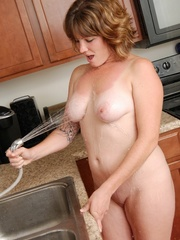 Naughty chubby tattoo chick drops towel in kitchen to - Picture 7