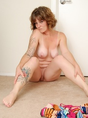 Charming cute eyes chubby tattooed babe drops rainbow - Picture 13