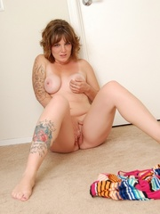 Charming cute eyes chubby tattooed babe drops rainbow - Picture 16