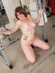 Tattooed babe in black and white gyms outfit strips to - Picture 16