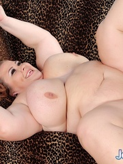 Heavyweight woman takes on an old dude on a leopard - Picture 9