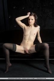 black-haired nena negras medias