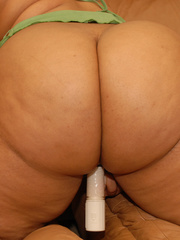 Fat black broad sits on white dude's dick on the - Picture 6