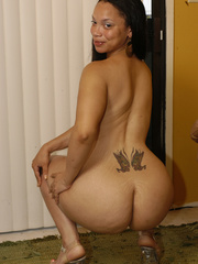 Lingerie clad Keisha Kamble has small tits and a fat ass - Picture 8