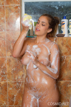 Watch this girl disrobes in the shower t - XXX Dessert - Picture 11