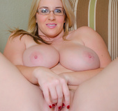 Charming blond with a nice looking glory hole shows  her deliciously huge