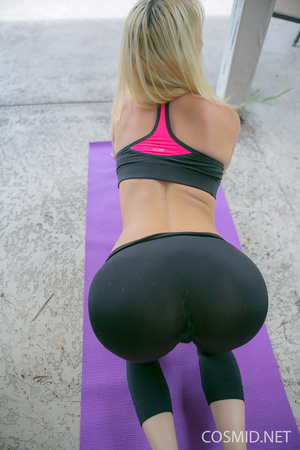 Sexy blond works out outside in her tigh - XXX Dessert - Picture 7