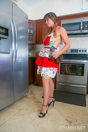 Imagine this broad cleaning the oven wit - XXX Dessert - Picture 3