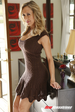 Curvaceous blond frees breasts from her  - XXX Dessert - Picture 1