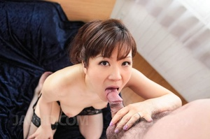 Mature betty does a boobjob on a guy on  - XXX Dessert - Picture 4
