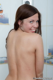 extra seductive brunette strips
