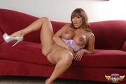 lusty hottie shows her