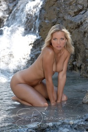 lusty shaped nude blonde
