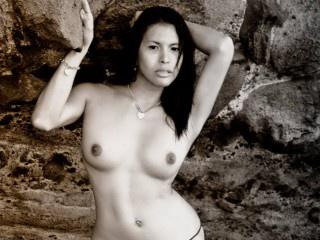 brunette yukiliciousts striptease