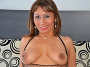 brunette sexyxmature dildo