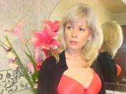 blonde julia close
