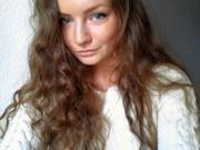 brunette teen baharnaz