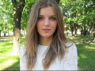 brunette teen anna roleplay