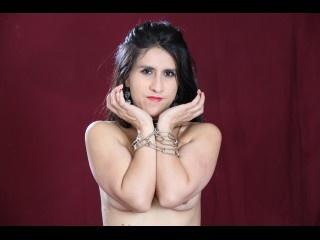 brunette andreahornyxxx striptease