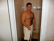brunette hotmusclesman close