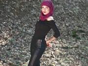 brunette muslimgirl fingering
