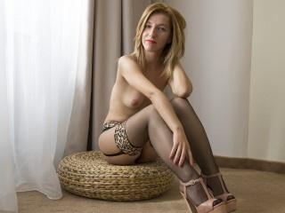 blonde bellesandy striptease