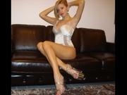 blonde vanessa cameltoe